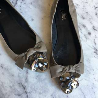 Wittner 100% leather flats with gorgeous bow and crystals size: 37