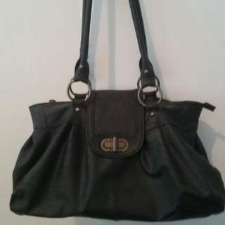 Ladies Black Handbag With Gold-toned Turnlock