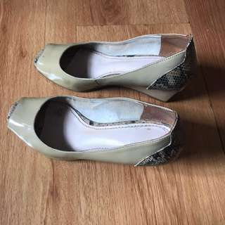 Peep-toe Wedge (Size 5)