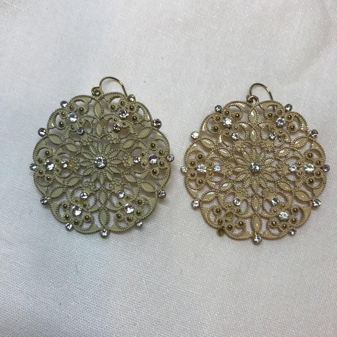 米色氣質蕾絲款耳環