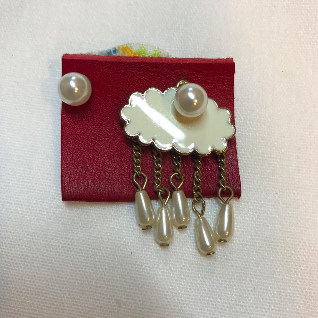 不對稱珍珠雲朵設計款耳環