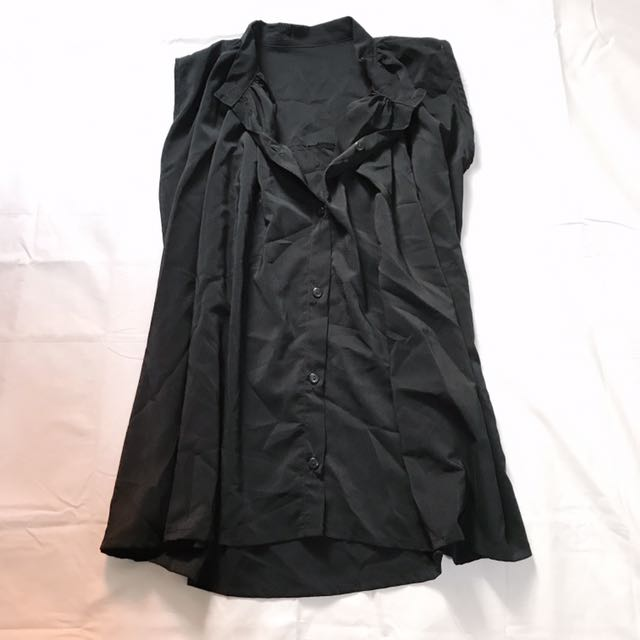 BLACK SLEEVELESS BUTTONDOWN