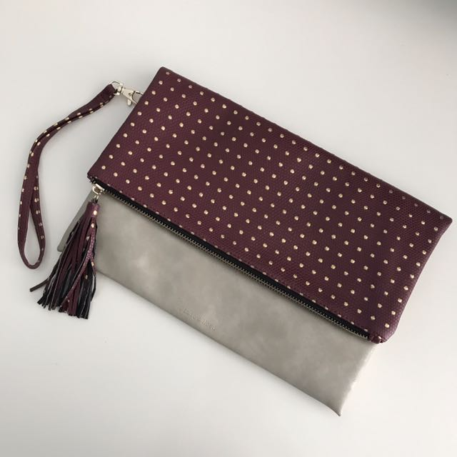 Clutch with detachable strap