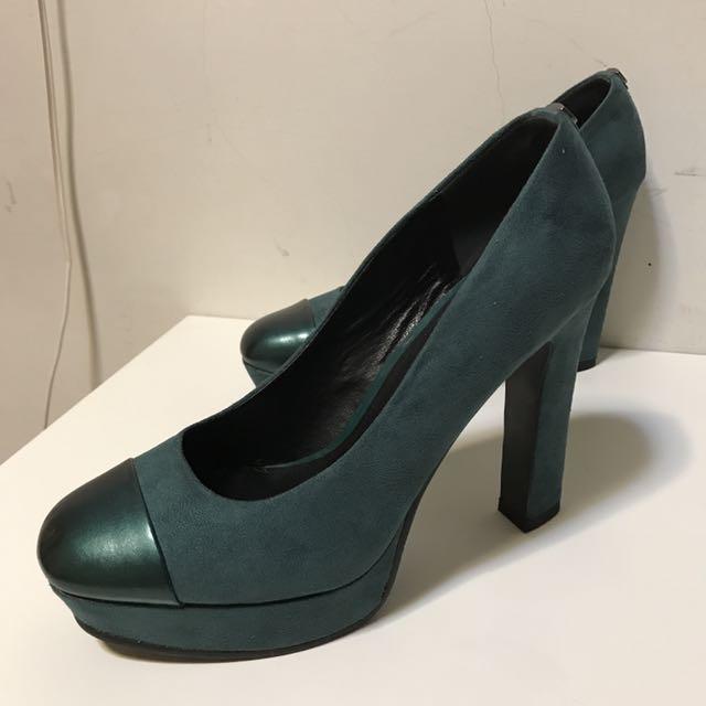 《DAPHNE 墨綠高跟鞋》  尺碼40(8號半、25號) 前防水台2公分 後跟12公分 (手工測量 略有誤差) 全新!僅試穿!無落地!  售價$1600