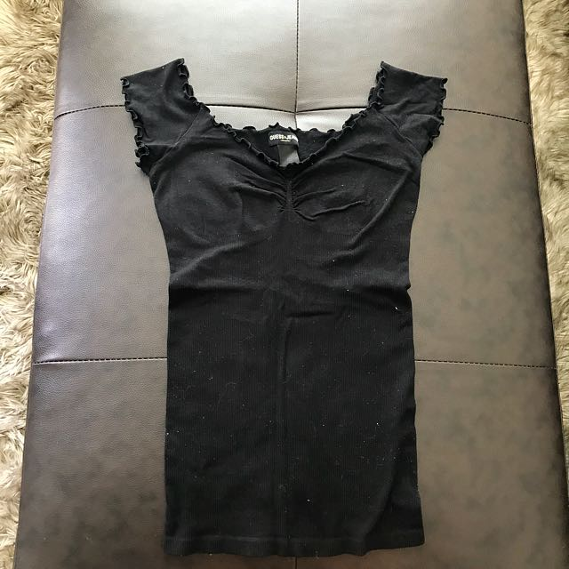 Guess black top size Small