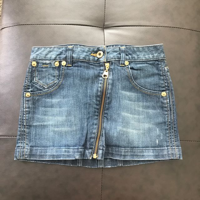 Guess mini jean skirt with gold hardware size Small