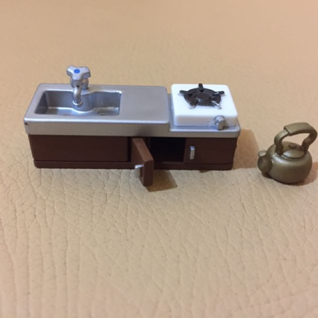 Kitchen sink and stove with kettle (minis)