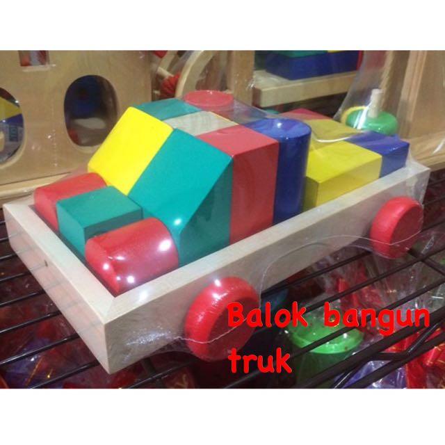 Mainan kayu balok bangun truk