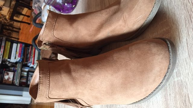 Mossimo booties. Size 8. Worn twice. Excellent condition.