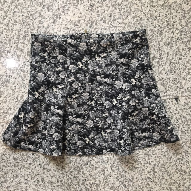 Pull&Bear floral trumpet skirt