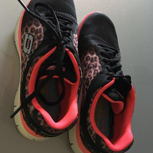 Sketcher Shoes Size US 6