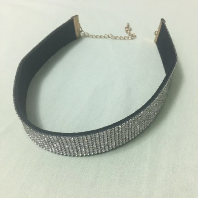 Sparkly choker