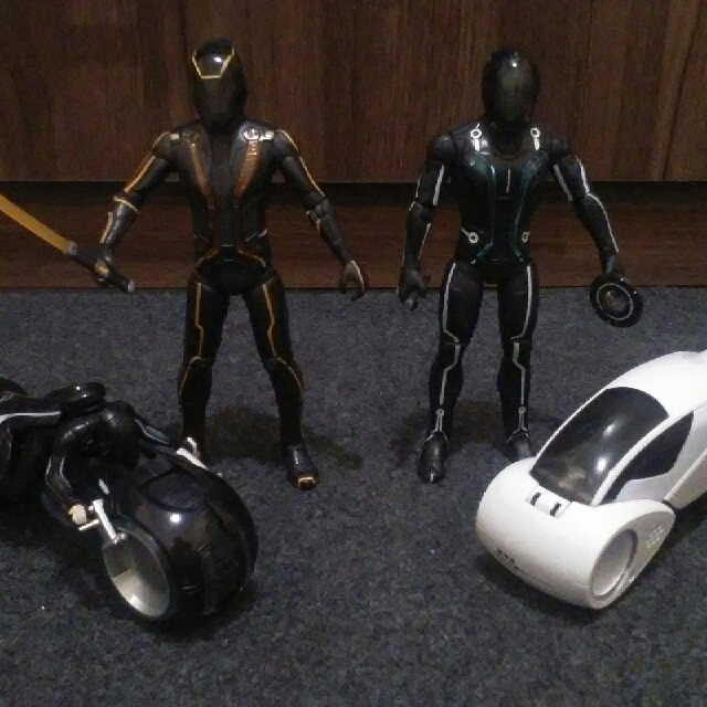 Tron Figures (Set)