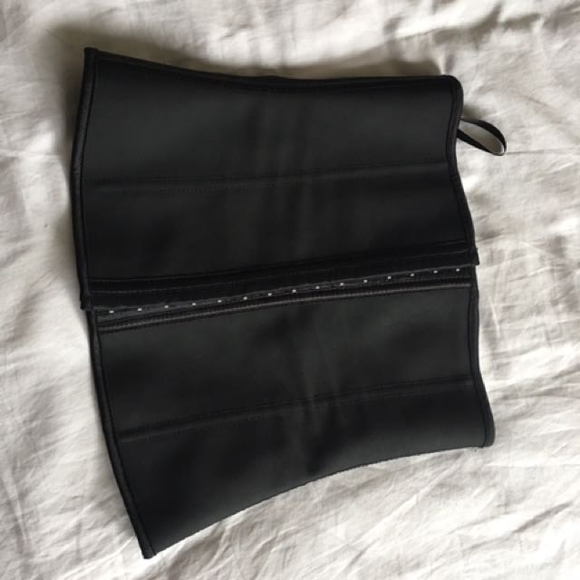 Waist Trainer Size 6/8 (perfect For Size 8-10..)