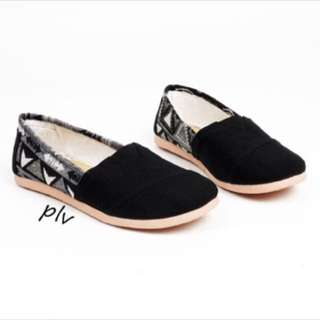 flat shoes like wakai hitam tribal kanvas
