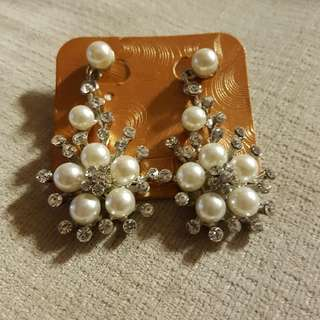 Vintage Inspired Pearl & Rhinestone Clip On Earring