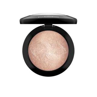 Soft and Gentle MAC Highlighter
