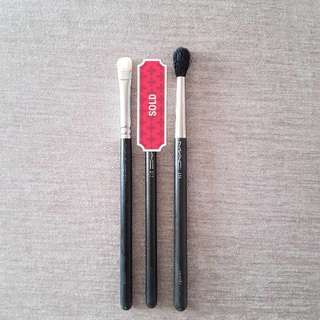 MAC Brushes bundle (selling as a bundle) Total value if bought brand new: $70 which is what I paid. MAC 239 & MAC 224