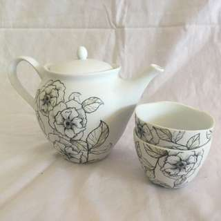T2 teapot and matching cups
