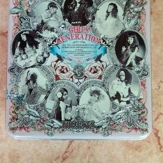 少女時代剛出道早期CD,有收集好多首成名曲,內含有寫真集照片