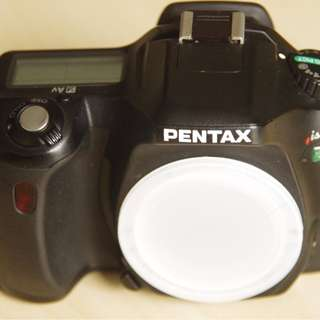 Pentax ist DS digital SLR camera body only.