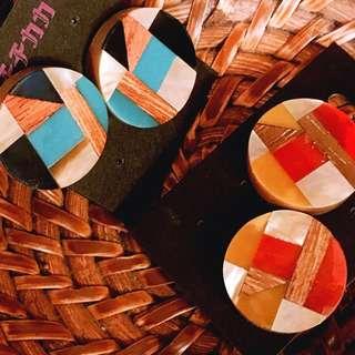 日本選物:: 木質褐黃/土耳其藍 燙金耳環