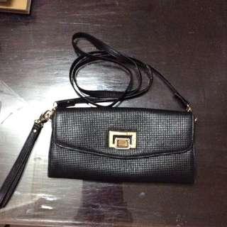 Casgoote black sling bag