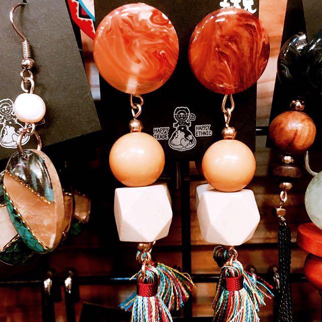 日本選物:: 鄉村嬉皮 木質紋路寶石流蘇 耳環
