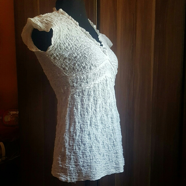 👗👚 White stretchable white blouse
