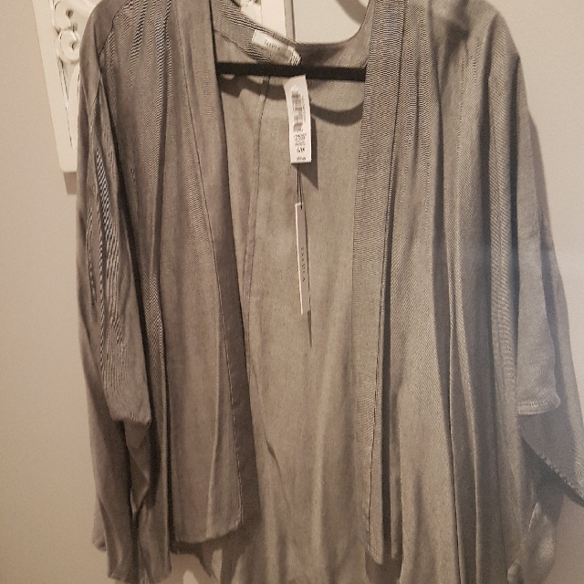 Aritzia Talula Grey Shrug Size SM New With Tags
