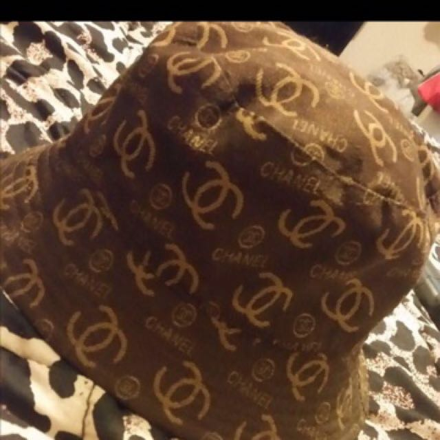 AUTHENTIC,  Limited edition reversible Chanel bucket hat