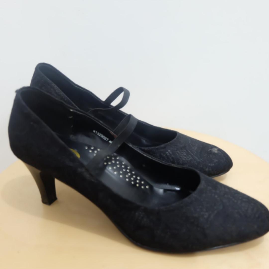 Black Heels Yongki Signature (with Brocade)