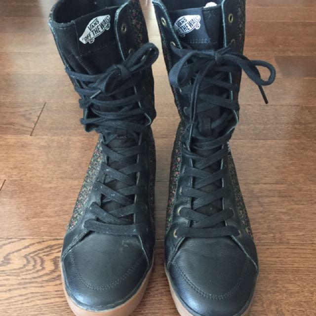 Black Vans lace up Size 7