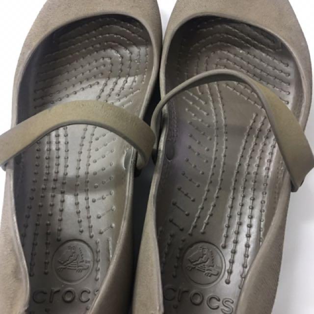 Crocs Size 7