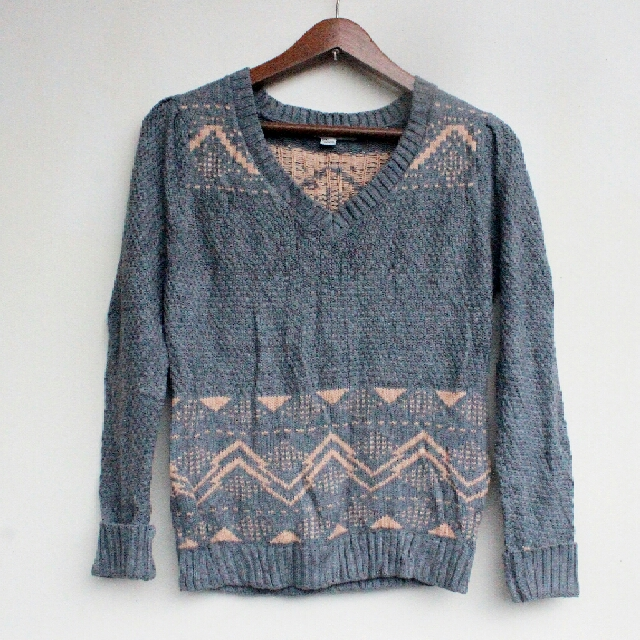 Forever21 Gray knitted Sweater with aztec