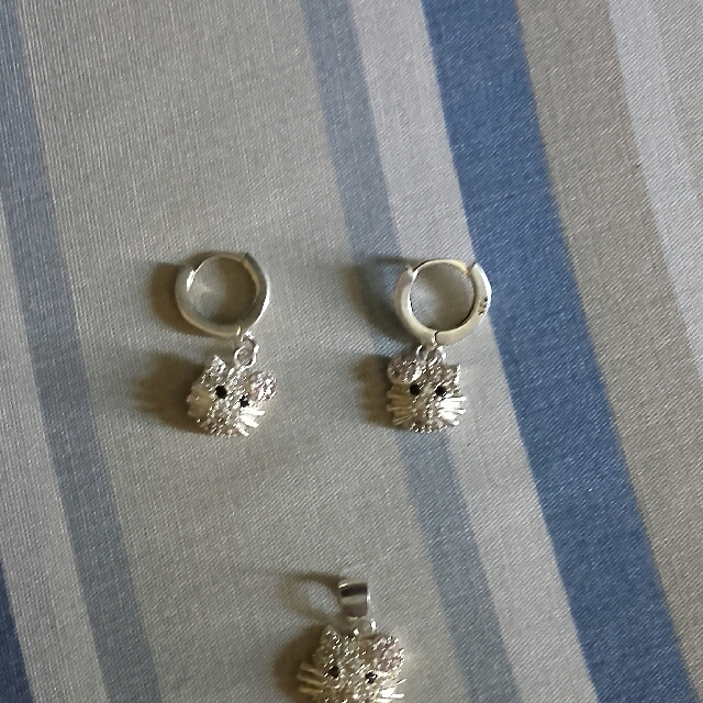 hello kitty earrings and pendant silver