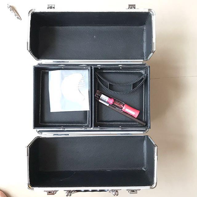Kotak make up Tammia