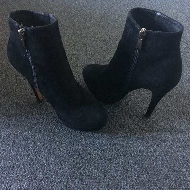 OXFORD Black Suede Ankle Boot - Size 6