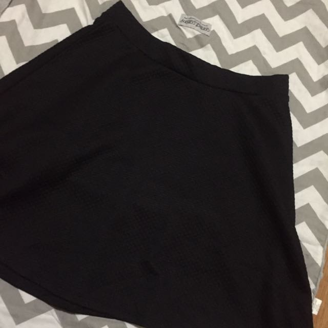 RUSH SALE! Auth H&M TEXTURED SKATER SKIRT! Size small! Selling cheap!
