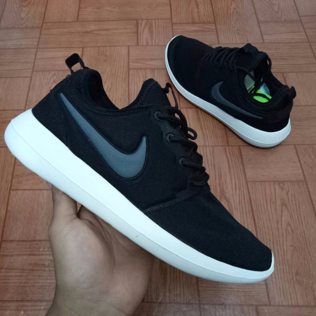 d3084a92abd5 SEPATU NIKE ROSHE TWO BLACK WHITE PREMIUM HIGH QUALITY FULL TAG BARCODE  MADE IN VIETNAM on Carousell