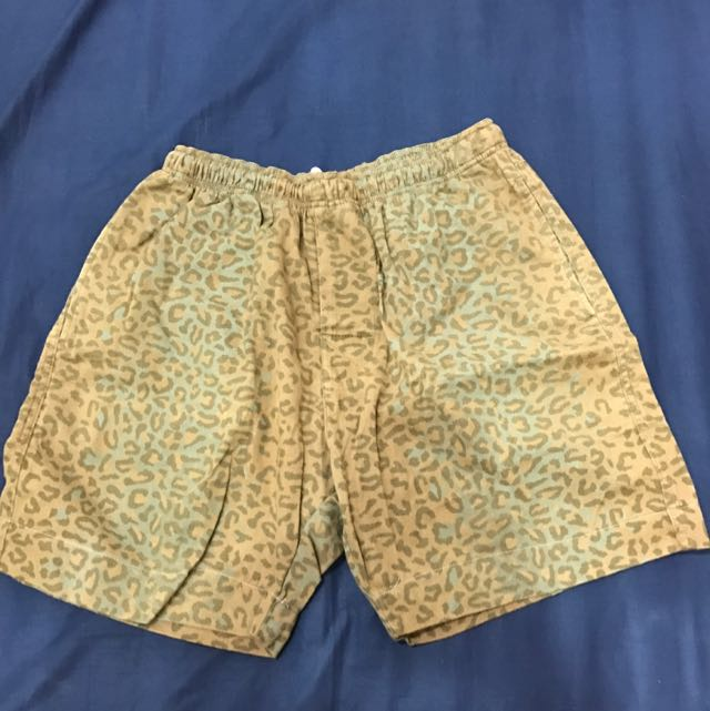STUSSY 豹紋短褲
