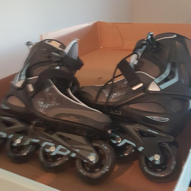 Women's Roller Blades And 3 Set Of Gear