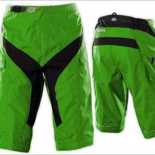 TLD bike shorts