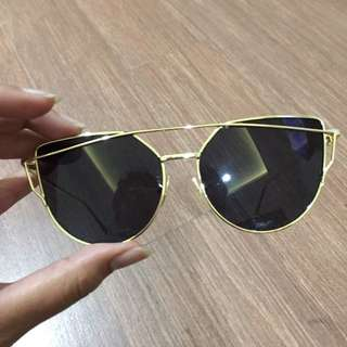 NEW - CAT EYE SUNNIES