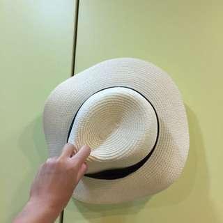 近全新 米色草帽