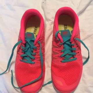 NEW Nike free runs