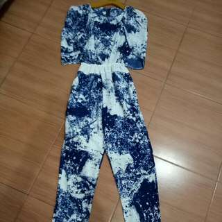 Jumpsuit Abstrak Biru Putih