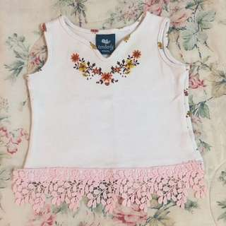 Tenderly lace embroidered singlet
