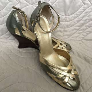 EUC COLIN STEWART WEDGE HEELS - 7