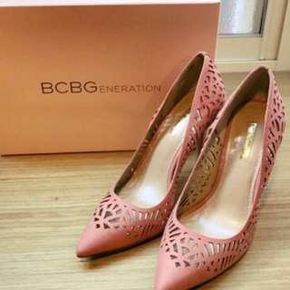 BCBG粉裸色鏤空高跟鞋